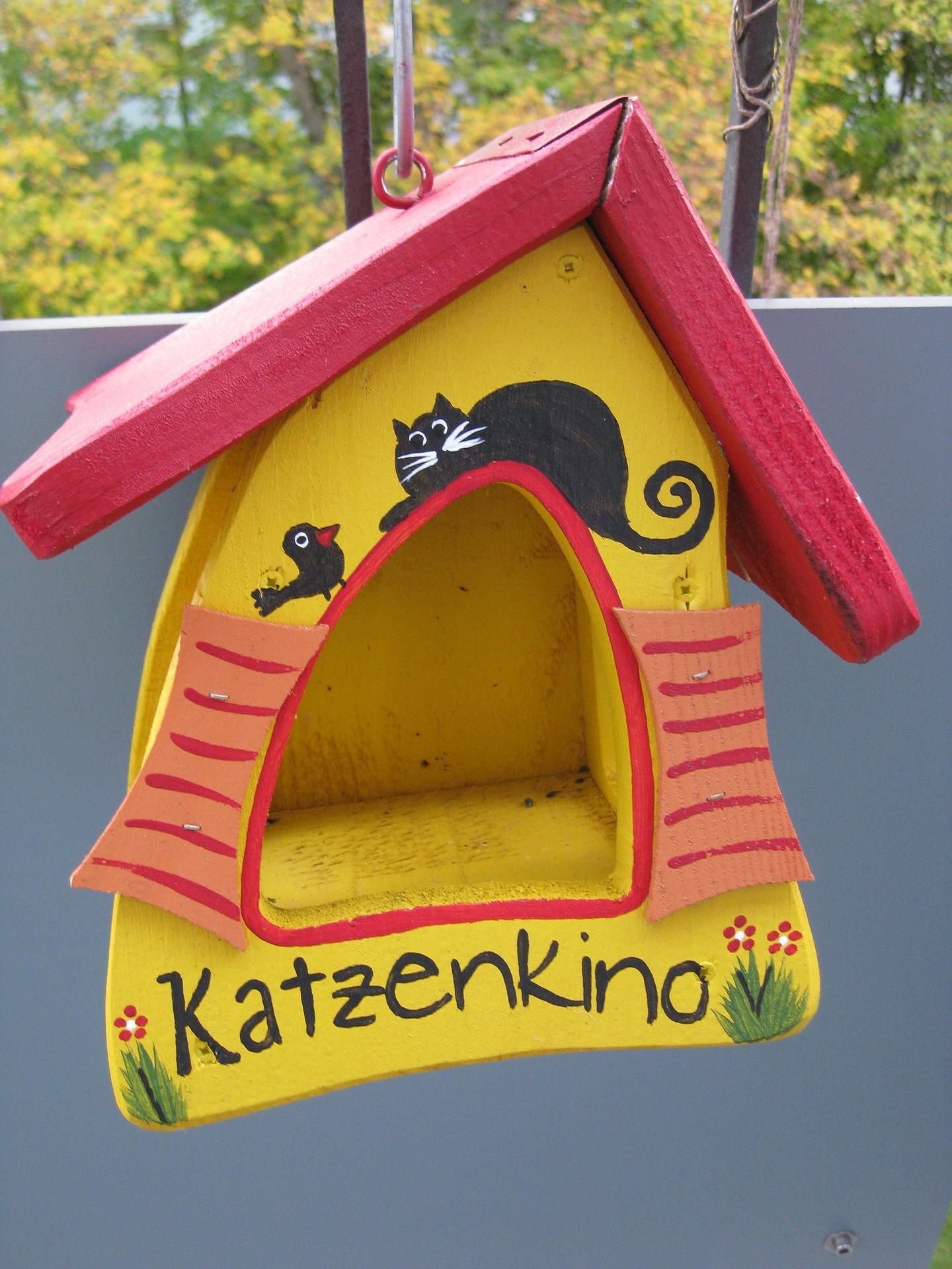 vogelhaus befestigung am balkon beachten sie beim. Black Bedroom Furniture Sets. Home Design Ideas
